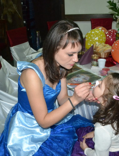 Animatori petreceri copii Vaslui – la restaurant, inchirieri animatori, locatii petreceri, mascote disney, personaje de poveste, Balad, Tecuci, Husi, Albita